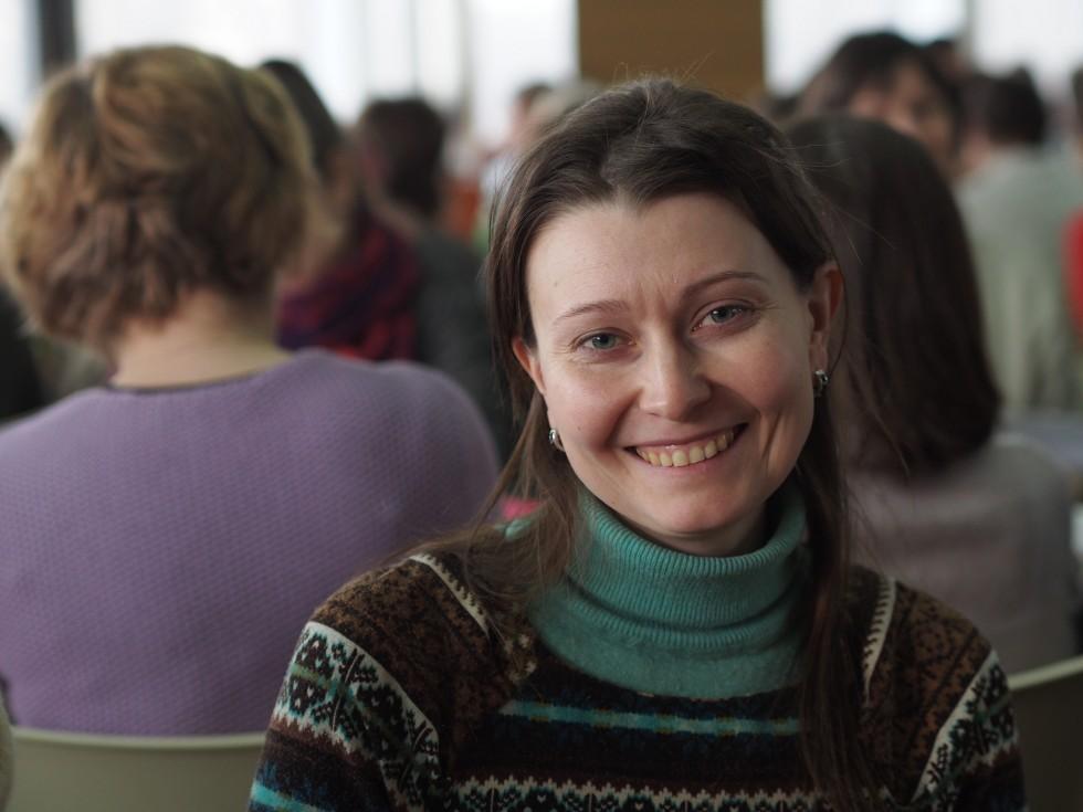 Студентка СФИ Елена улыбается