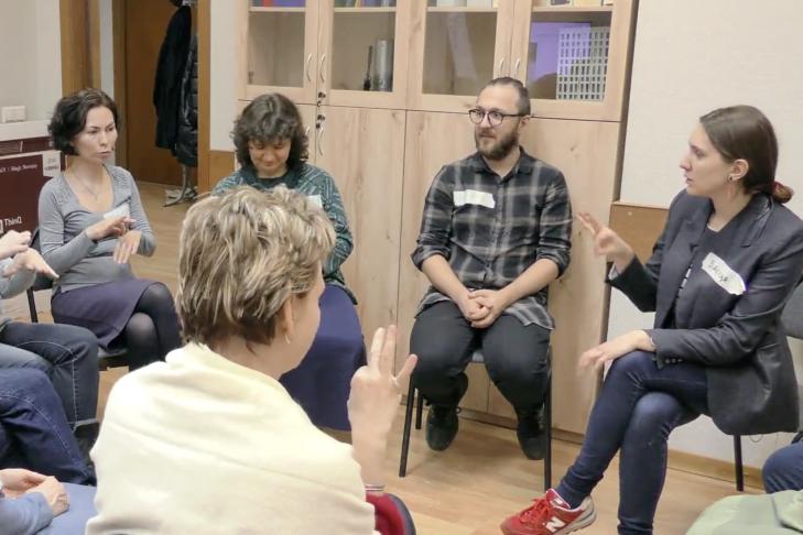 Знакомство студентов с языком жестов Макатон