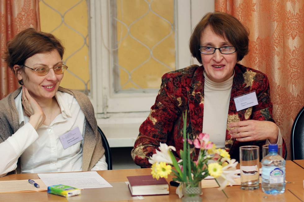 Zoya Dashevskaya, lecturer in Liturgics, and Larisa Musina, lecturer in the New Testament, leading the workshop during Meeting of the Lord Readings