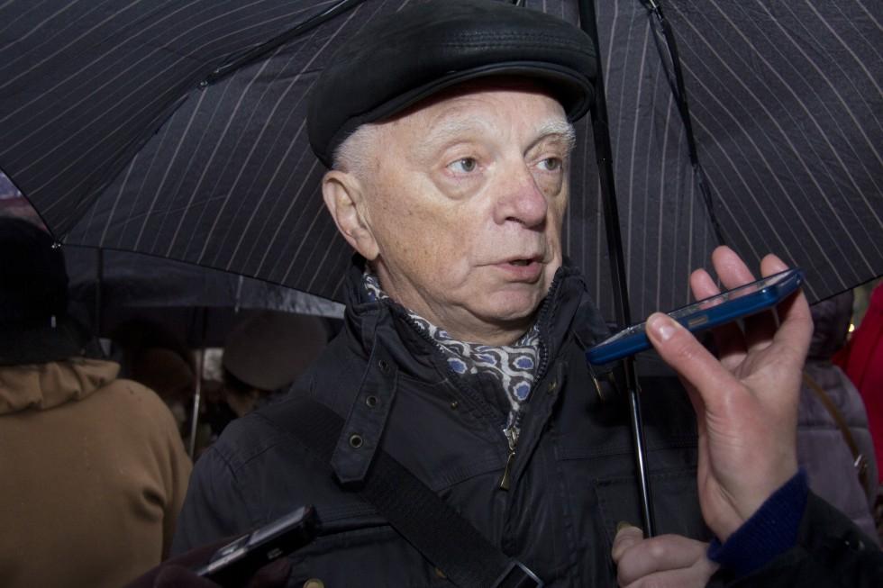 Владимир Петрович Аверчев,«Молитва памяти» на площади Новодевичьего монастыря напротив театра Камбуровой