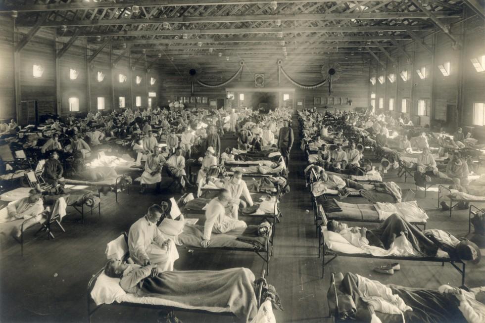 Американские военные, заболевшие испанкой. Военный госпиталь вштате Канзас. 1918 годФото: Wikimedia Commons