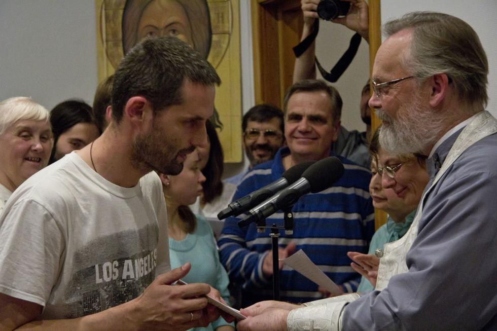 Отец Георгий поздравляет первокурсников