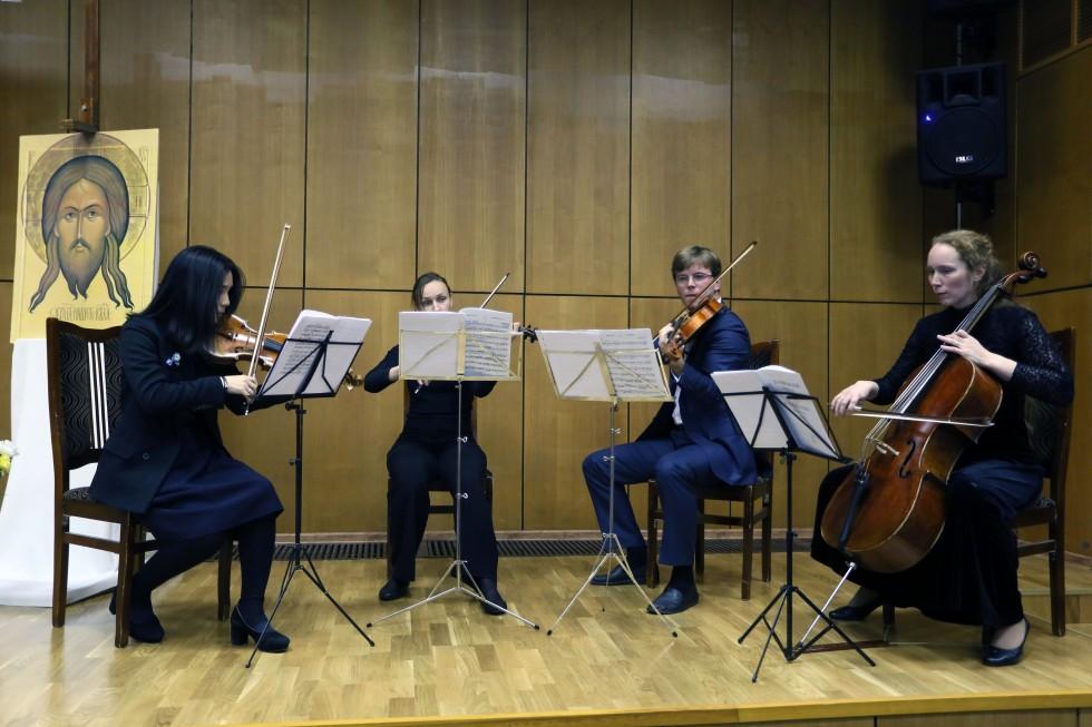 Струнный квартет выпускников Московской консерватории исполняет произведения Чайковского, Бородина и Рахманинова
