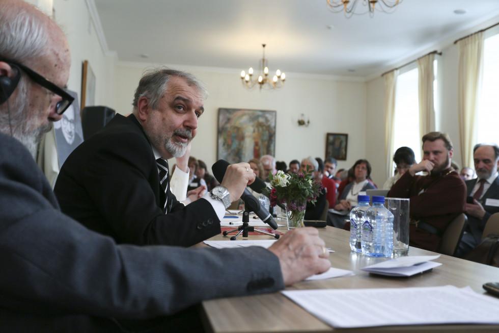 Профессор Давид Гзгзян