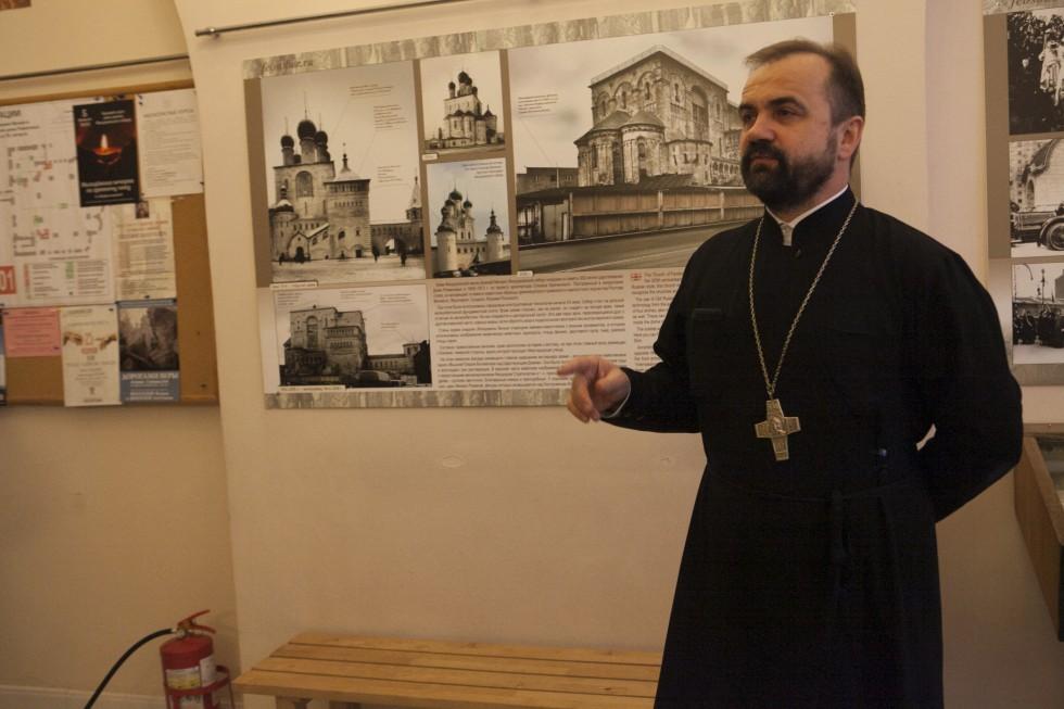 Перед началом пленарного заседания протоиерей Александр Сорокин провел экскурсию по Феодоровскому собору