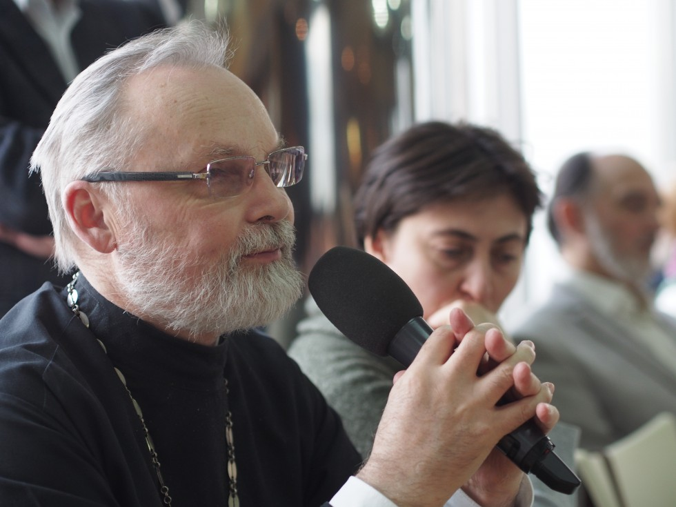 Отец Георгий, наш ректор и преподаватель введения в основные понятия православной мистики. На его семинаре мы разбирались, чем мистическое отличается от мистериального, где проходит граница между обрядом и таинством и что в опыте православной церкви ускользает от философской терминологии неоплатоников