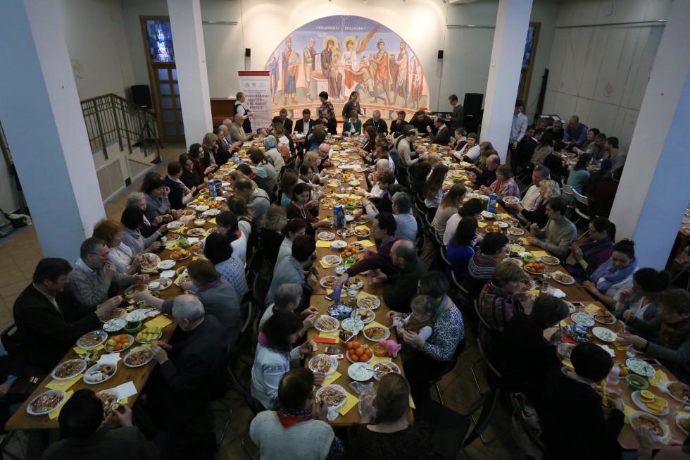 После литургии все желающие приняли участие в праздничной трапезе – агапе