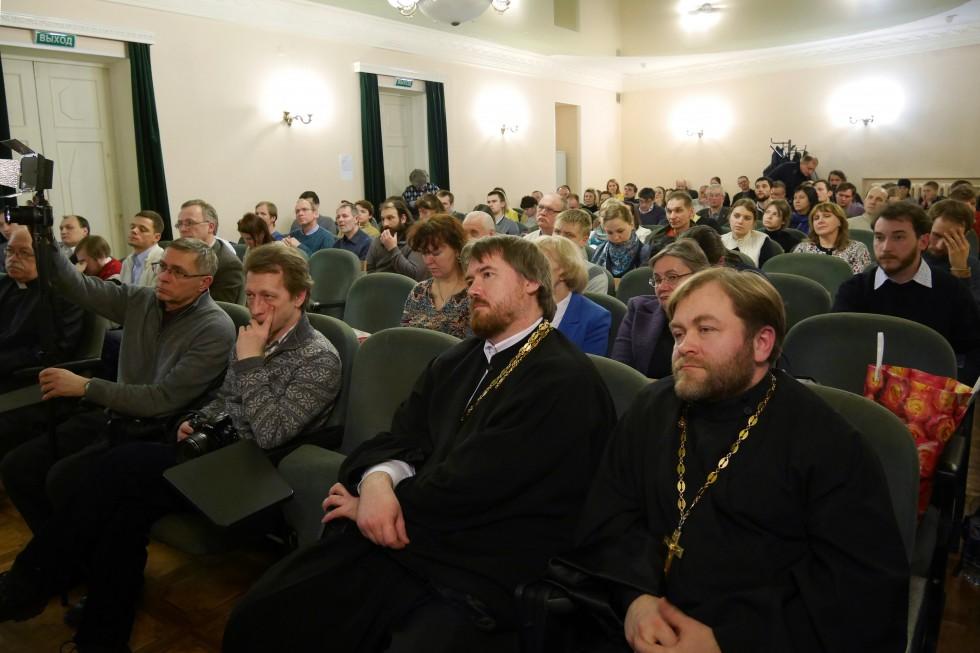 Справа – отец Сергий Золотарев