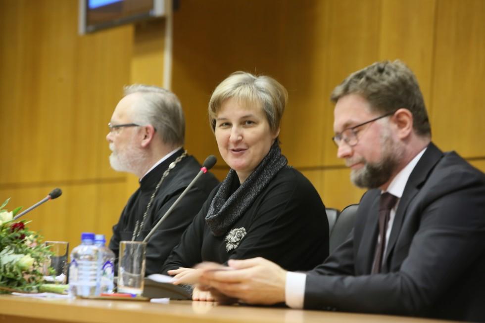 Ведущая вечера ученый секретарь СФИ Юлия Балакшина