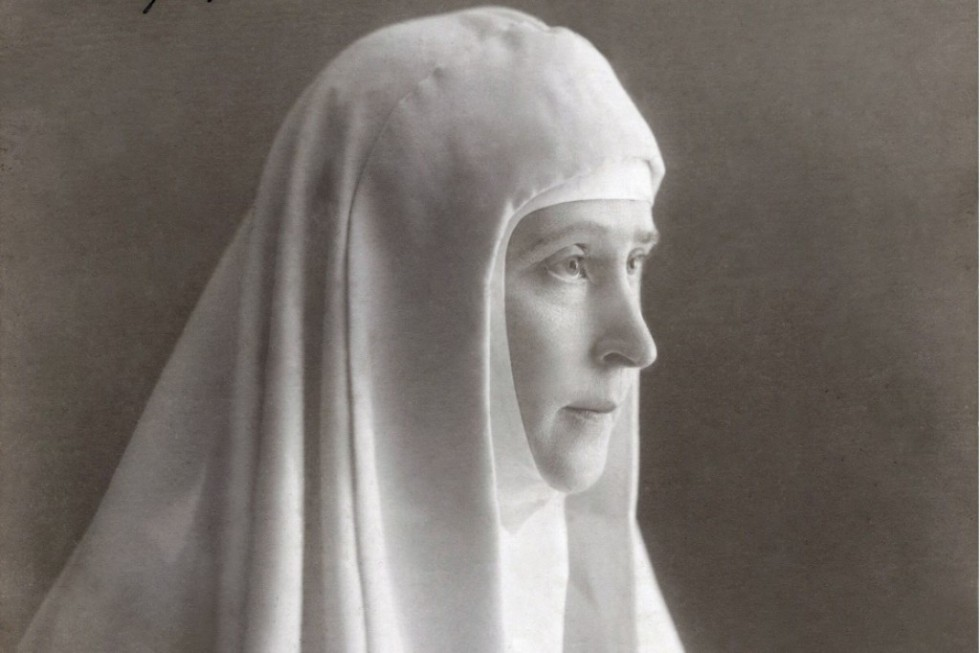 Grand Duchess Elizabeth Fyodorovna raised the question of restoring the order of deaconesses for the discussion of the Holy Synod when she founded the Martha and Mary Convent, in 1909. Afterwards she petitioned the state for the restoration of that order