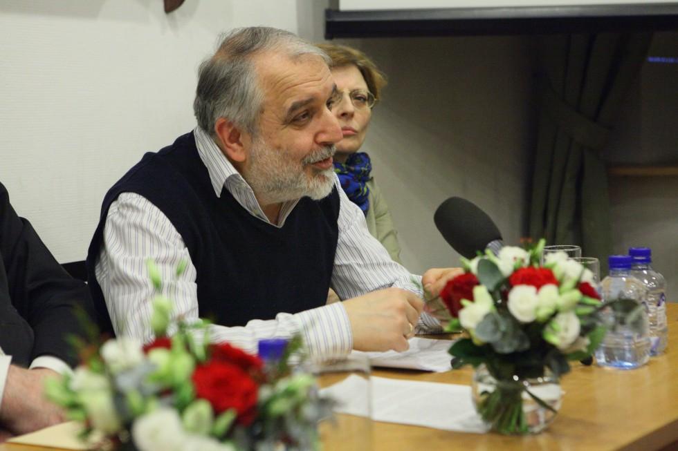 Заведующий кафедрой богословских дисциплин и литургики СФИ Давид Гзгзян