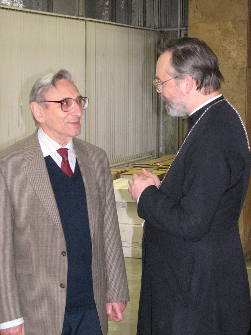 Анатолий Андреевич Красиков и священник Георгий Кочетков на конференции СФИ