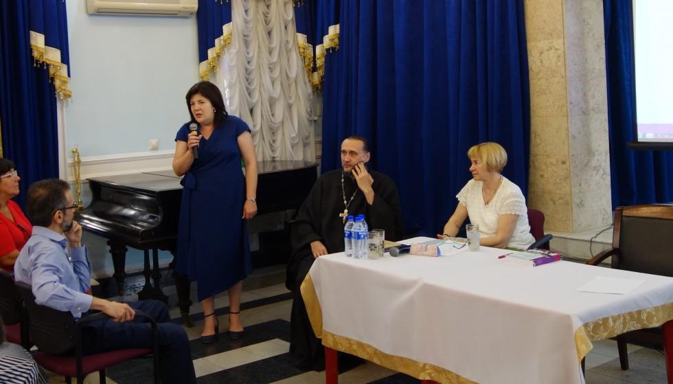 Слева направо: сотрудник Института истории АН Республики Узбекистан Светлана Асанова, протоиерей Сергий Стаценко, Ольга Борисова