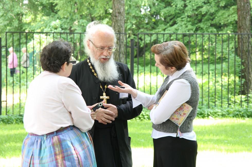 и священник Александр Гинкель