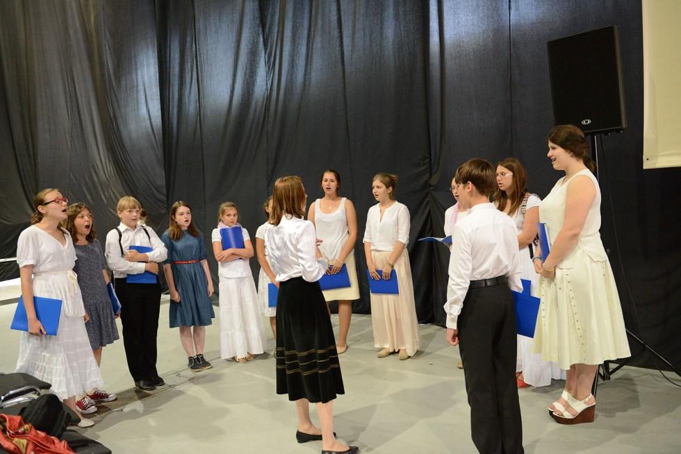 Репетиция хора подростков
