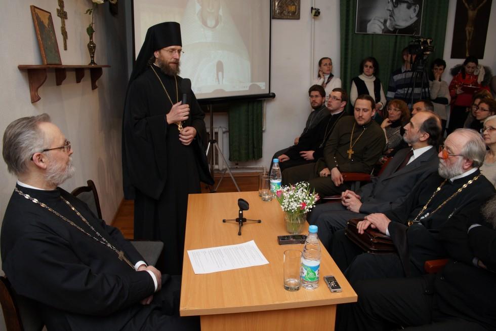 Священник Георгий Кочетков, ректор СФИ; игумен Феофан (Лукьянов), руководитель службы протокола ОВЦС