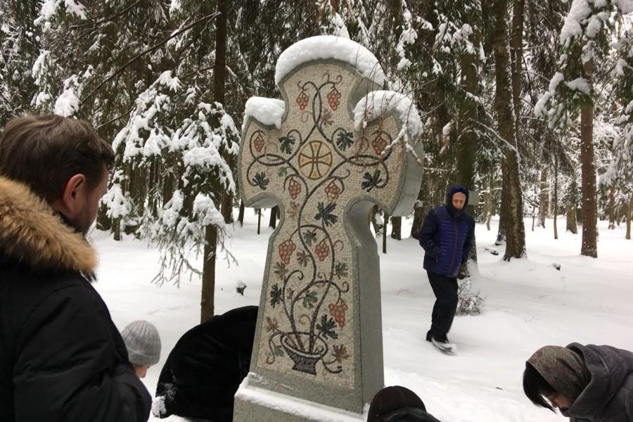 Завершилась конференция экскурсией по памятным местам православных братств в Петербурге с посещением Левашовского мемориального кладбища