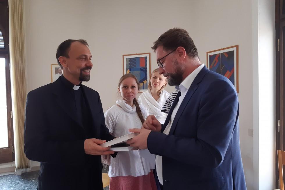 Священник Яромир Задрапа и Дмитрий Гасак