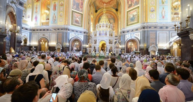 Три четверти россиян поддержали частичный перевод богослужения на русский язык