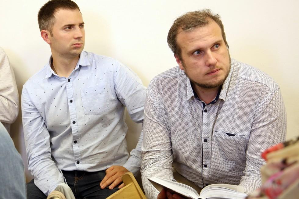 Студенты на сессии, справа – Игорь Тюканько