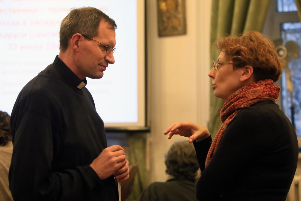 Священник Штефан Липке SJ, директор Института святого Фомы, и Зоя Дашевская, заместитель декана богословского факультета СФИ