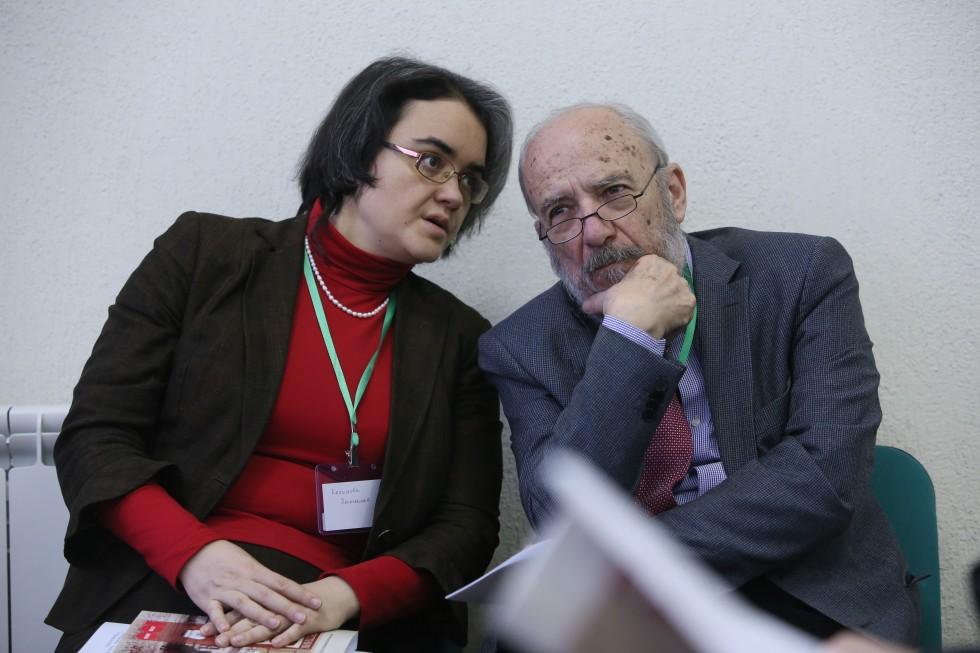 Петрос Василиадис, президент Центра экуменических, миссиологических и экологических исследований (CEMES), с переводчиком Натальей Кольцовой