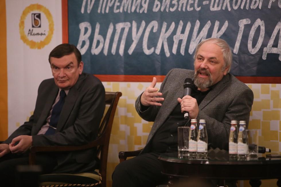Феликс Разумовский (справа)