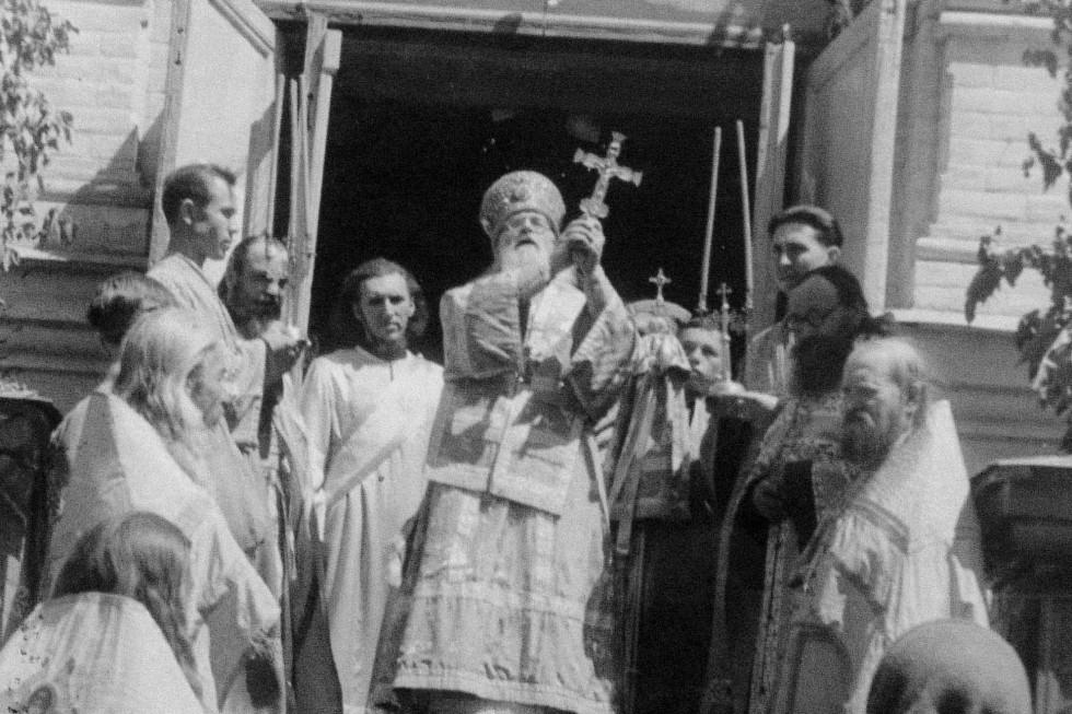 В центре архиепископ Ермоген (Голубев)