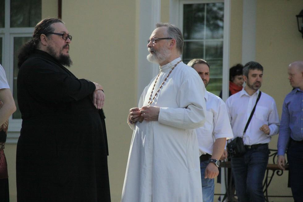 Священник Георгий Кочетков, ректор СФИ, и игумен Агафангел (Белых), сотрудник Синодального миссионерского отдела Русской православной церкви