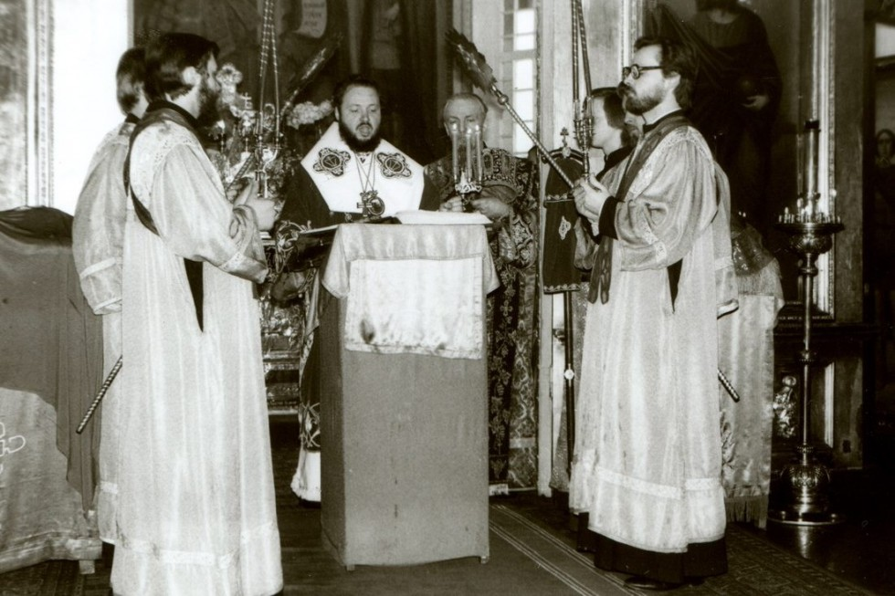 A service with Archbishop Kirill (Gundyaev) of Vyborg, Rector of the Leningrad Spiritual Academy. To the right – his subdeacon, Georgy Kochetkov. 1982